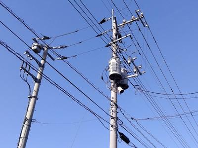 電柱に使われる金属パーツ