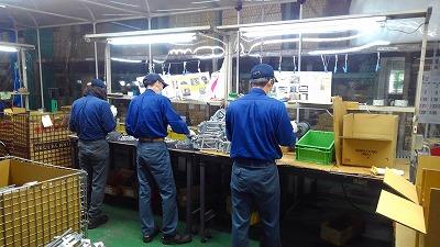 鋳物の穴あけ加工や金属部品の切削、金型の部品加工を行います。
