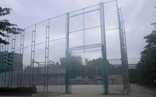 市岡元町公園の防球ネット設置施工「入口」